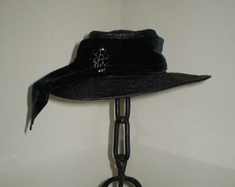 BEAUTIFUL Vintage 1940s Black Velvet Trim Jeweled Broad Brim Womens Hat WOWEE!