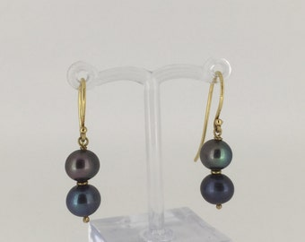 Tahitian Pearl Earrings in 18K yellow gold