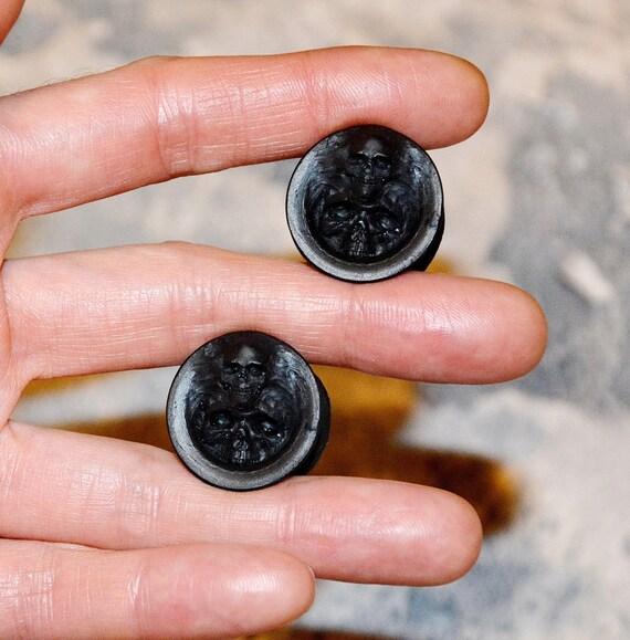 Black plugs Custom plugs Black skull Ear by FamilySkinersStyle