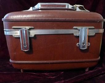 Vintage American Tourister Luggage Ladies Make-Up Case 15 x 9 x 10 Good Cond. Retro