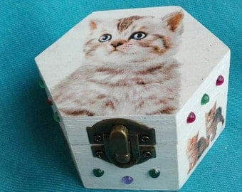 White wooden jewelry box with kitty, shabby chic, keepsake memory box, storage box with cats, kids gift, kitten box, tooth fairy box