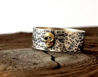 Skull ring. Hammered and oxidized ring sterling silver. hammered band ring