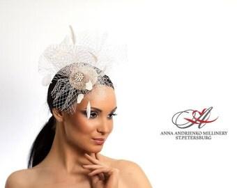 White Bridal fascinator Birdcage veil.  Wedding fascinator. Bridal Head Piece. White birdcage veil. Wedding hair feather accessory
