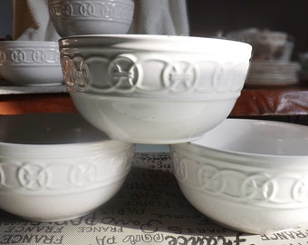 Vintage Pfaltzgraff Links cereal, soup or salad bowl. Classic white-on-white dinnerware. Embossed chain link around perimeter. RARE!