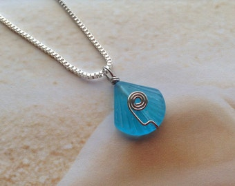 Nautical Aqua Blue Seaglass Clamshell Wire Wrapped Beach Wear Pendant Necklace Jewellery Silver Plated Chain