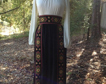 Vintage 1970's Maxi Dress *  Embroidery * Size Small to Medium