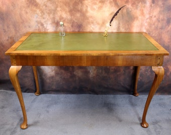 A  Vintage / Antique Writing Desk with Leather inset,Lovely colour. Queen Anne