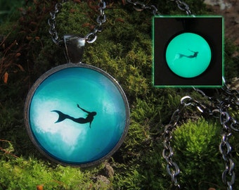 Mermaid jewelry Glowing mermaid necklace Ocean jewelry Glow in the dark Mermaid accessories Ocean necklace Mermaid pendant Glowing pendant
