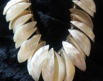 Gorgeous 1950s Mother of Pearl Necklace
