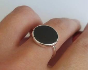 Onyx ring, silver ring for women, flat stone, black stone ring, flat coin stone, black gemstone ring, modern ring, flat Onyx gemstone