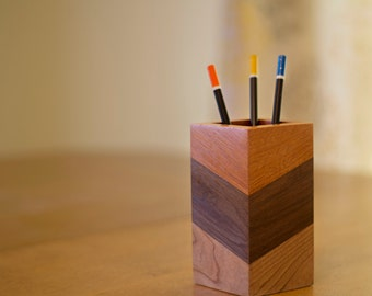 "Pencil Holder ""Zig-Zag"""