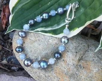 Aquamarine gemstones, dark freshwater pearls and silver Czech glass beaded bracelet