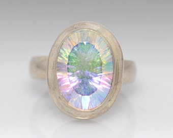 Sterling Silver Ring with Iridescent Stone - Size 7