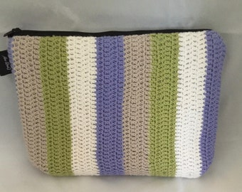 Crochet bag with zip for cosmetics or crafting