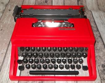 Olivetti Lettera 31 Typewriter. Red Typewriter. Manual Typewriter. QWERTY Keyboard. Working Portable Typewriter. Vintage Typewriter 1960s