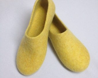Sale-22% OFF Yellow Felted wool Woman Slippers, House shoes, Felted clogs, Mothers day gift