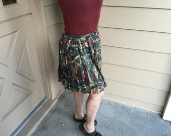 Quirky Pleated Skirt (Size Medium)