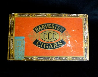 CIGAR BOX ~ WOODEN Box ~ Vintage Antique 1930s ~ In Very Good Condition For Age