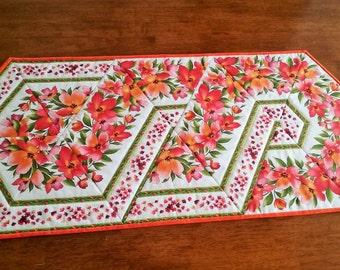 Bright Quilted Floral Hawaiian Table Runner (medium)