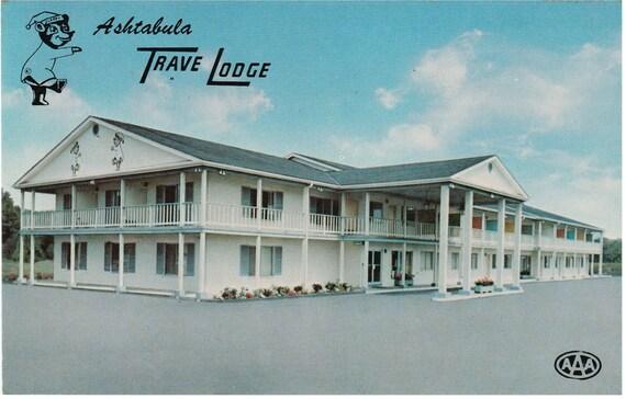 Austinburg, Ohio - Ashtabula TraveLodge - Postcard