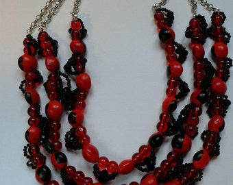 Necklace with huayruro seeds, necklace with huayruro seed Peruvians