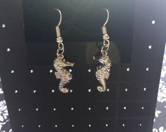 Seahorse dangle earrings. Absolutely adorable!!! Thanks for looking!!