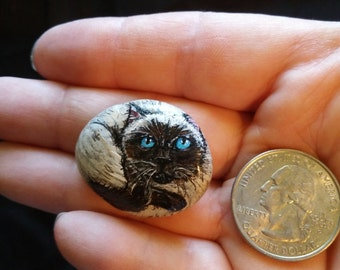 Hand-Painted Rock/Pebble : Siamese Cat