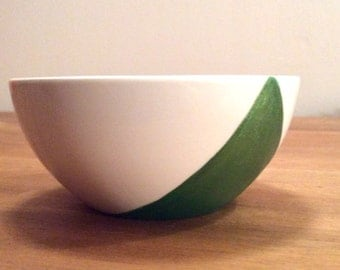 Green bowl with reflects