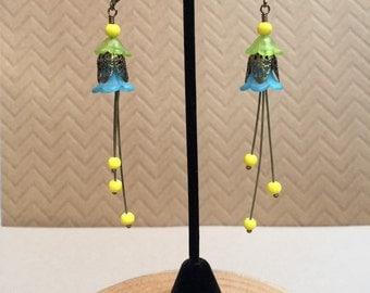 Acrylic flower dangle earrings