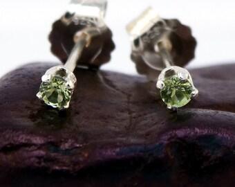 Peridot jewerly, green peridot earring, round earrings green peridot, sterling silver stud earrings 2 mm
