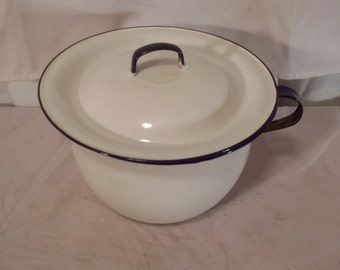 Porcelain chamber pot White / blue trim