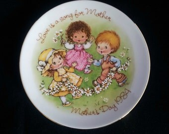 Avon Decorative Mothers Day Plate 1984, Ceramic Plate, Children with Daisy Chain Playing in Garden, Wall Hanging, Gift for Her, Housewarming