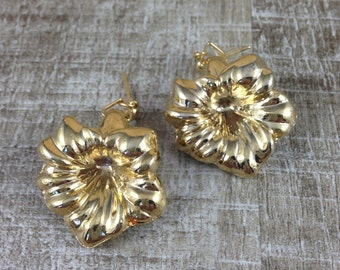 Stunning Vintage Gold Tone Dangle Floral Lily Flower Pierced Earrings