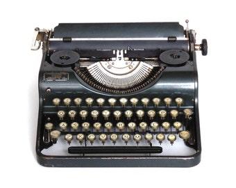 Working Typewriter 1950's Halberg Junior. QWERTY keyboard.