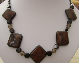 Mahogany effect acrylic bead necklace with champagne bicone