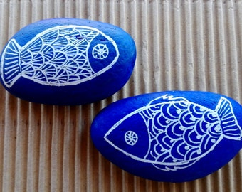 GAME two stones marine, decorated in blue and white, duo fish