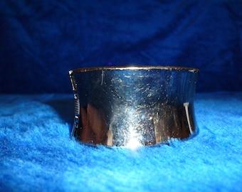 Retro style dark metallic hinged bracelet