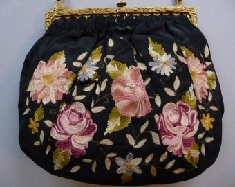 Purse with flower embroidery