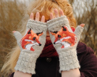 Knitted mitts with foxes