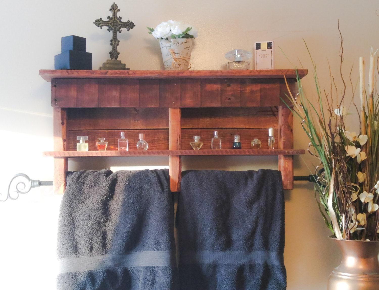 rustic pallet wood towel rack with shelf. Black Bedroom Furniture Sets. Home Design Ideas