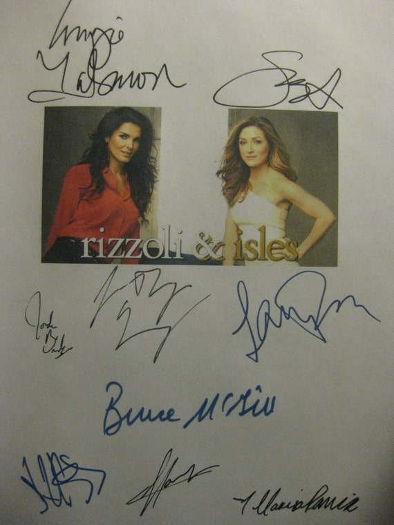 Rizzoli & and Isles Signed TV Pilot Script Screenplay X9 Autograph  Angie Harmon Sasha Alexander Bruce McGill Lee Thompson Young Billy Burke