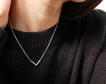 v necklace, chevron necklace, triangle necklace, geometric necklace, layering necklace, simple necklace, silver v necklace, dainty necklace