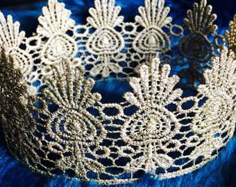 Lace Crown B