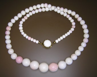 Conch Shell Pearl Bead Necklace from 30's 40's