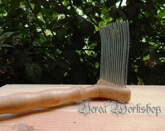 wool comb. Carding Comb.