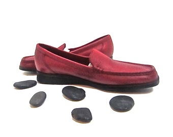 Women's NATURLIZER NEVER WORN 1980's Women's 9.5 N Red smooth, comfortable leather loafers