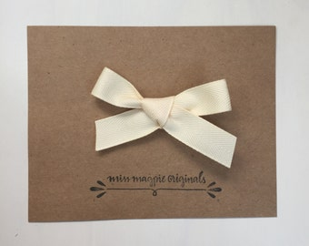 Ribbon bow || Cream