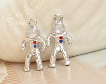 5 astronaut charms spaceman pendants silver plated (ME02)