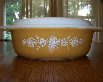 vintage Pyrex 045 Butterfly Gold 2 1/2 QT no chip no scratch to paint beautiful! ovenware, serware, 1970's, bakeware