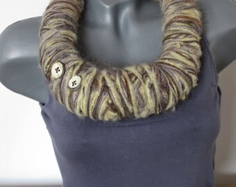 Wool necklace VANILLA